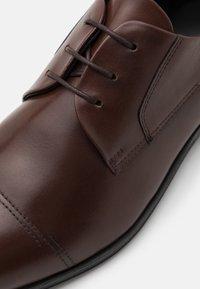 HUGO - BOHEME - Derbies & Richelieus - medium brown - 5