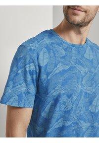 TOM TAILOR - Print T-shirt - midblue leaf design - 3