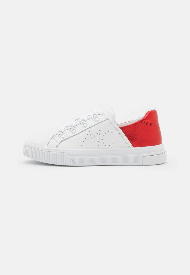Sneakersy niskie - strawberry