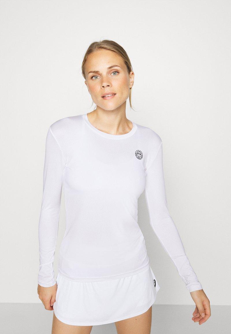 BIDI BADU - PIA TECH ROUNDNECK LONGSLEEVE - Sports shirt - white