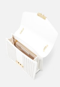 Forever New - PIPER LASER CUT TOP HANDLE BAG - Kabelka - white - 2