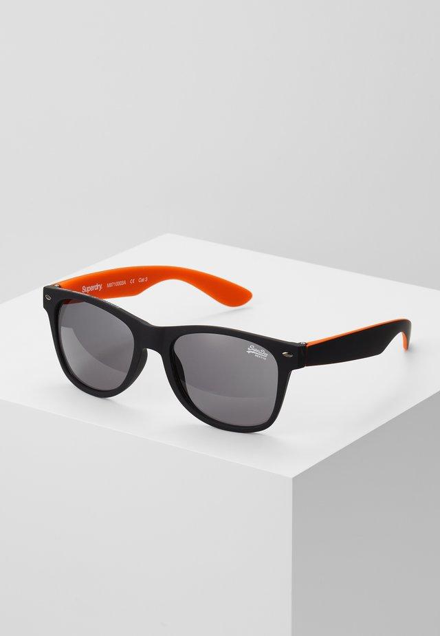 NEWFARE - Sluneční brýle - rubberised black