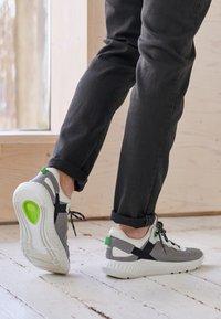 ECCO - ST.1 LITE - Sneakersy niskie - wild/white - 4