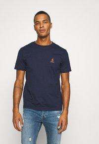 Gramicci - BIG RUNNINGMAN TEE - T-shirt print - navy - 2