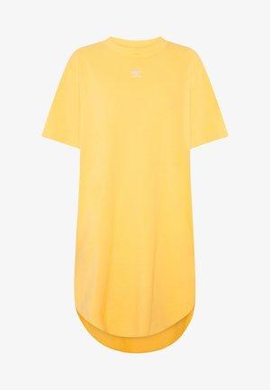 ADICOLOR TREFOIL DRESS - Vestido ligero - core yellow/white