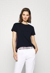 Tommy Hilfiger - THEA TEE - Print T-shirt - desert sky - 0