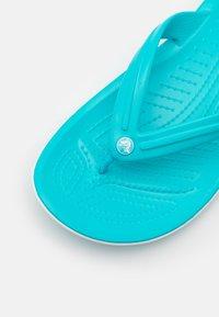 Crocs - CROCBAND FLIP UNISEX - Pool shoes - digital aqua - 5