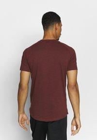 Jack & Jones - JCOCURVE TRAIN TEE CREW NECK - Print T-shirt - port royale - 2
