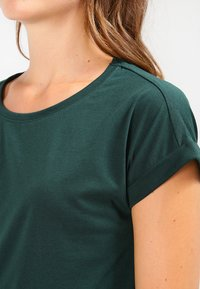 Vila - VIDREAMERS PURE  - Basic T-shirt - pine grove - 3