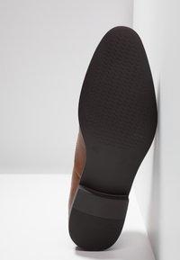 Zalando Essentials - Eleganta snörskor - brown - 4