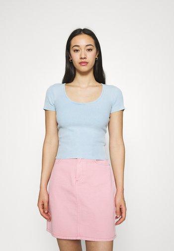 SCOOP BABY TEE - Basic T-shirt - acid wash blue