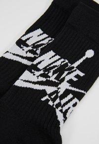 Jordan - LEGACY CREW JUMPMAN CLASSIC - Calcetines de deporte - black/white - 2