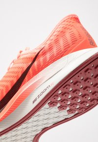 Nike Performance - ZOOM PEGASUS TURBO 2 - Neutral running shoes - bright crimson/mahogany/gym red/cedar/light bone - 6