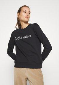 Calvin Klein - CORE LOGO - Bluza - black - 3