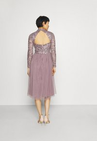 Maya Deluxe - DELICATE SEQUIN MIDI DRESS - Cocktail dress / Party dress - moody lilac - 2
