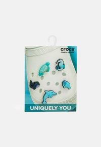 Crocs - JIBBITZ SEA ANIMALS 5 PACK UNISEX - Other accessories - turquoise - 0