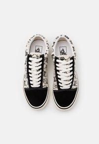Vans - ANAHEIM OLD SKOOL 36 DX UNISEX - Skate shoes - black/white - 3