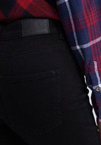 Superdry - KARI - Shorts di jeans - denim black rinse - 4