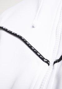 Nike Sportswear - REPEAT HOODIE - Huvtröja med dragkedja - white/black - 4