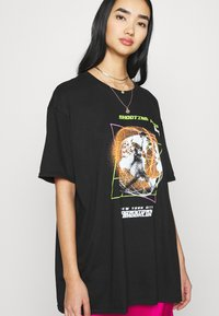 Missguided - SHOOTING HOOPS GRAPHIC TEE - Print T-shirt - black - 3