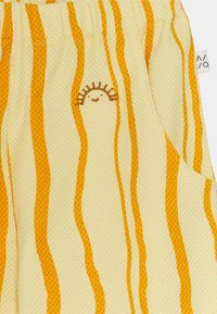 Mainio - SAND WAVE UNISEX - Trousers - straw - 2