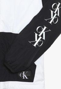 Calvin Klein Jeans - PACKABLE MIRROR MONOGRAM JACKET - Lehká bunda - black - 4