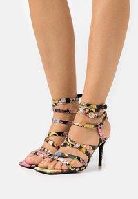 Versace Jeans Couture - Sandály - multicolor - 0