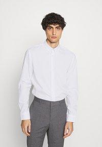 Kronstadt - JOHAN EASY CARE  - Kostymskjorta - white - 0