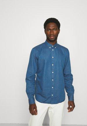 ANTON CHAMBRAY SHIRT - Skjorta - denim mid blue