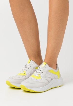 Trainers - white/neon