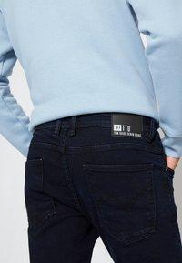 TOM TAILOR DENIM - PIERS - Slim fit jeans - blue/black denim - 3