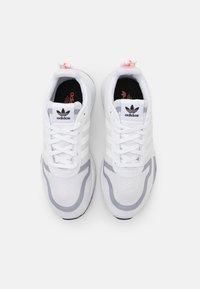 adidas Originals - SMOOTH RUNNER  - Trainers - footwear white/halo silver - 5