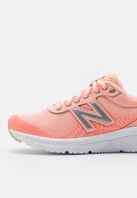 New Balance - 411 - Neutral running shoes - pink - 5