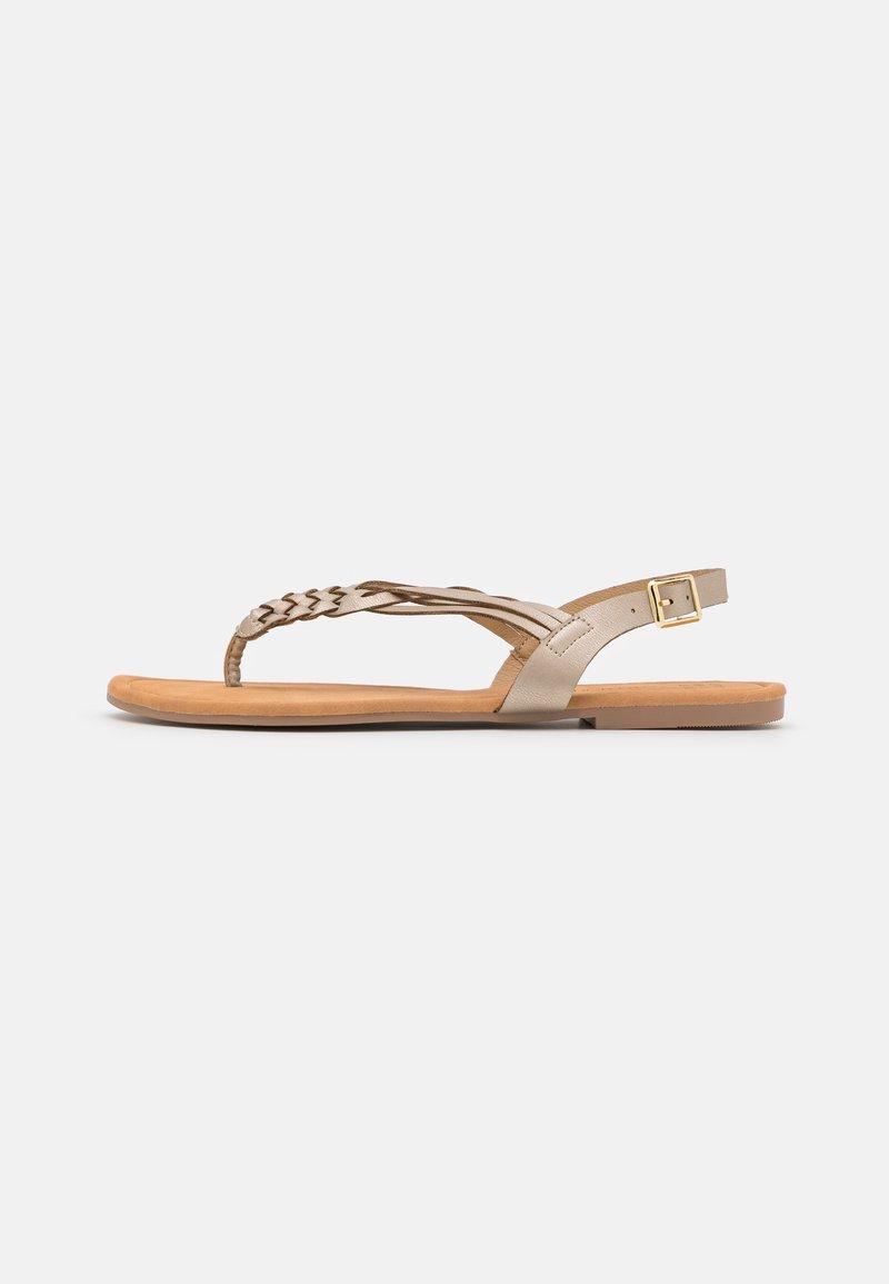 South Beach - PLAITED - Sandály s odděleným palcem - gold