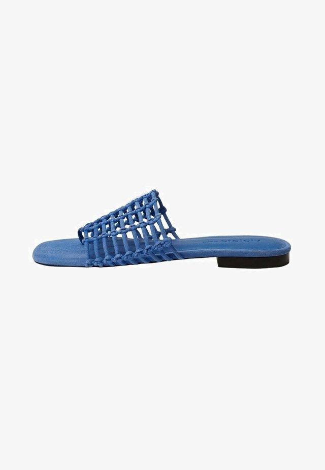 GEVLOCHTEN  - Pantofle - blauw
