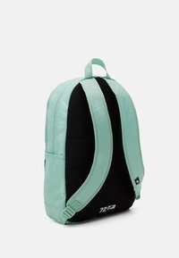 Nike Sportswear - ELEMENTAL UNISEX - Batoh - emerald green/geode teal - 1