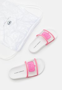 CHIARA FERRAGNI - SLIDERS EYELIKE - Sandály do bazénu - pink - 5