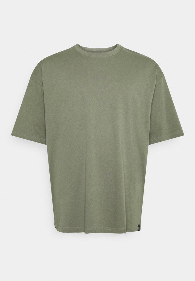 OVERSIZED TEE BIGUNI - Basic T-shirt - dusty army