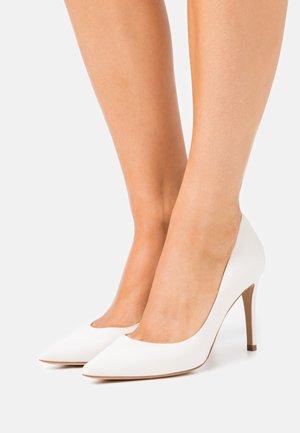 High heels - latte