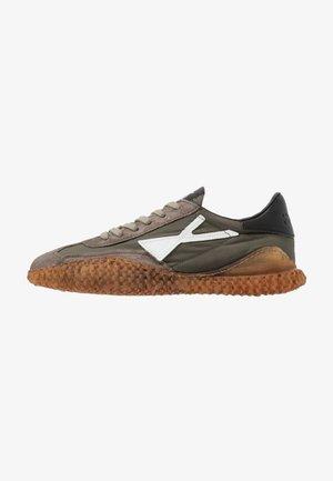 SICK - Zapatillas - fango/militare/bianco/nero