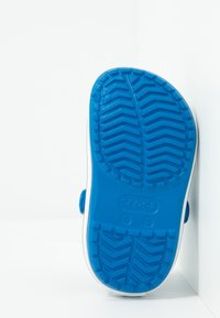 Crocs - CROCBAND - Badslippers - bright cobalt/charcoal - 5