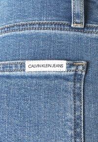 Calvin Klein Jeans - WIDE LEG - Široké džíny - denim medium - 7