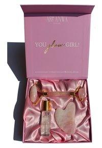 ARI ANWA Skincare - THE GLOW KIT ROSE - Skincare tool - - - 1
