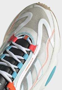 adidas Originals - OZWEEGO  - Trainers - white - 6