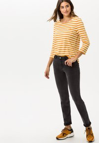 BRAX - STYLE BONNIE - Long sleeved top - butternut - 1