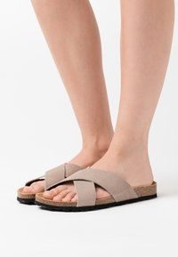 ONLY SHOES - ONLMADISON SLIP ON - Pantuflas - beige - 0
