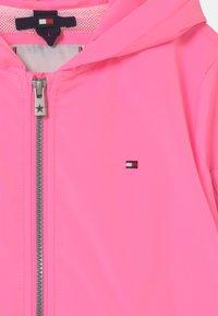 Tommy Hilfiger - FLURO - Lehká bunda - cotton candy - 2