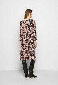 Progetto Quid - GAUGUIN - Day dress - black flower - 2