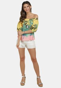 IZIA - Blouse - tropical print - 1