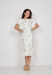 True Violet - Shift dress - white - 0